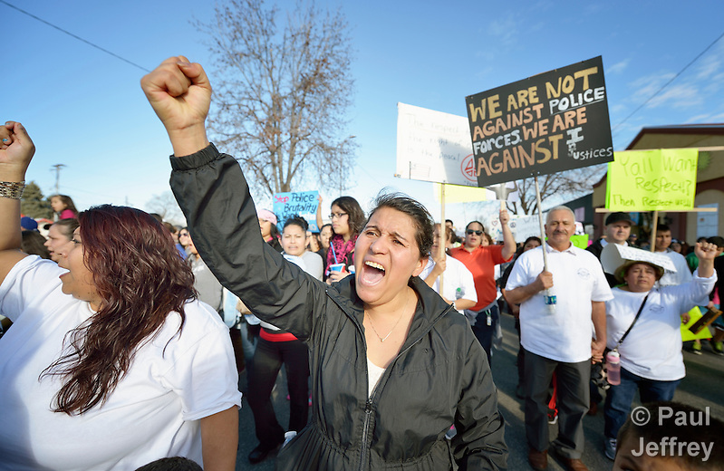 A woman participates in a February 14 2015 march in Pasco, Washington, demanding justice for the killing of Antonio Zambrano Montes by three Pasco police officers on February 10. About 700 people participated in the rally and march. (Paul Jeffrey)