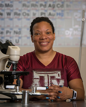 Wheatley High School biology teacher Ferleshare Starks poses for a photograph in her classroom, August 14, 2015. (Houston ISD/Dave Einsel)
