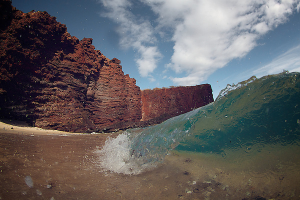 wave photography taken on the Hawaiian Island. (stephane lacasa)