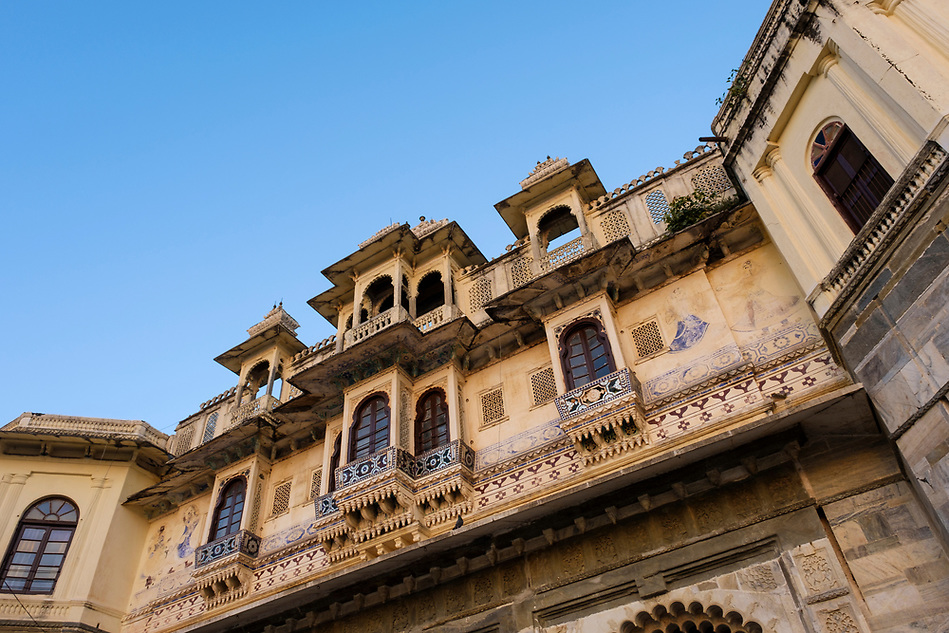 UDAIPUR, INDIA - CIRCA NOVEMBER 2016: View of Typical Architechtural Facade in Udaipur (Daniel Korzeniewski)