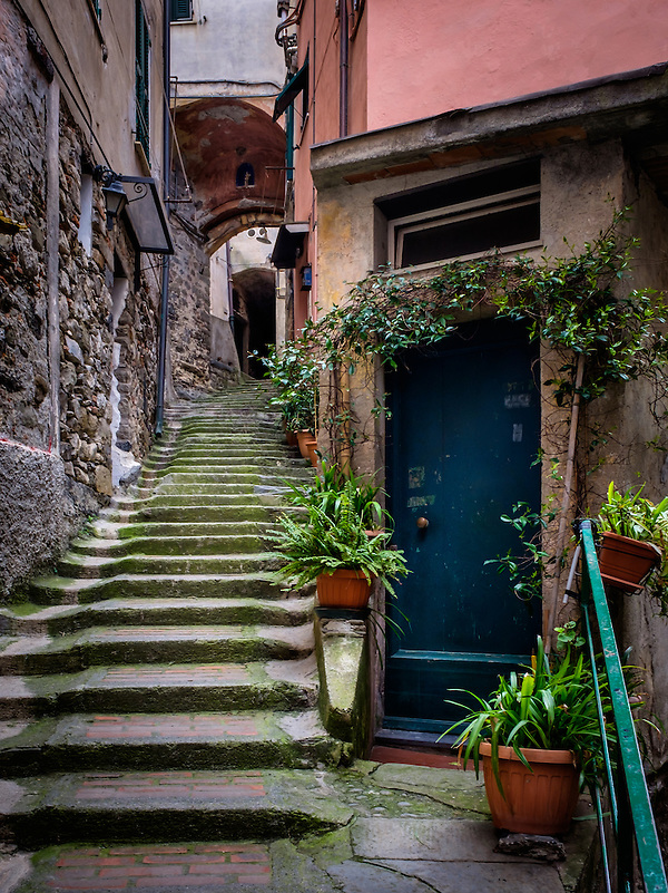 VERNAZZA, ITALY - CIRCA MAY 2015: Typical door and alleway of Vernazza in Cinque Terre, Italy. (Daniel Korzeniewski)
