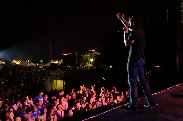 Joe Nichols and a few of his close friends. (Jon Diener)