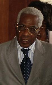 Aimé Césaire, Gobernador eterno de Martinica, gran poeta y autor de uno de los libros base de la negritud: Cahier d' un retour au pays natal. (Cuaderno de retorno al país Natal)