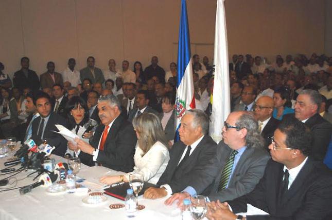 Miguel Vargas Maldonado en la lectura de su documento