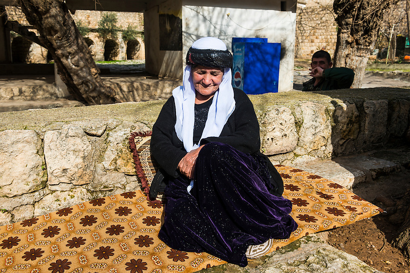 Yazidi woman in Lalish capital of the Kurdish sect of the Yazidis in Iraq Kurdistan (Michael Runkel)