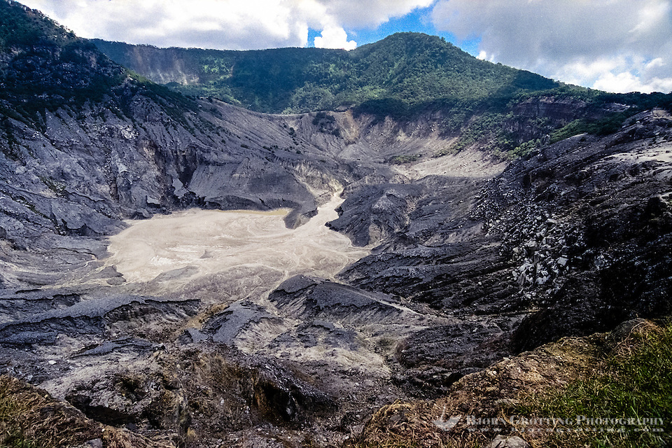 Indonesia, Java, Parompong. Tangkuban Prahu volcano. Kawah Ratu, the largest crater. (Photo Bjorn Grotting)