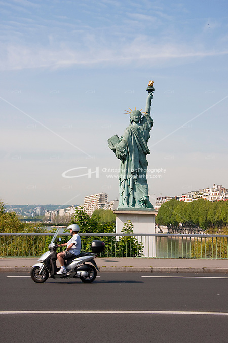 statue of liberty in Paris France in Spring time of May 2008 (Christopher Holt LTD - LondonUK, Christopher Holt LTD/Image by Christopher Holt - www.christopherholt.com)