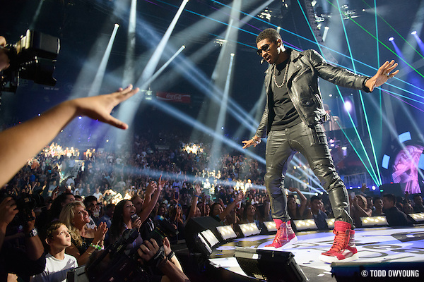 R&G singer Usher performing at the iHeartRadio Music Festival in Las Vegas, Nevada on September 21, 2012. (Todd Owyoung)