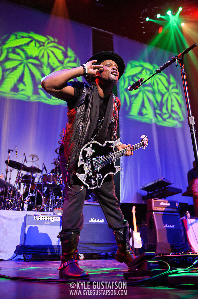 WASHINGTON, DC - August 26th, 2012 - Fabled R&B recluse D'Angelo performs at the Verizon Center in Washington, D.C. After kicking off the neo-soul movement in the late 90's with his first two albums , D'Angelo disappeared for over a decade. He returned to the road in 2012 and is promising a new album soon. (Photo by Kyle Gustafson/For The Washington Post) (Kyle Gustafson/For The Washington Post)