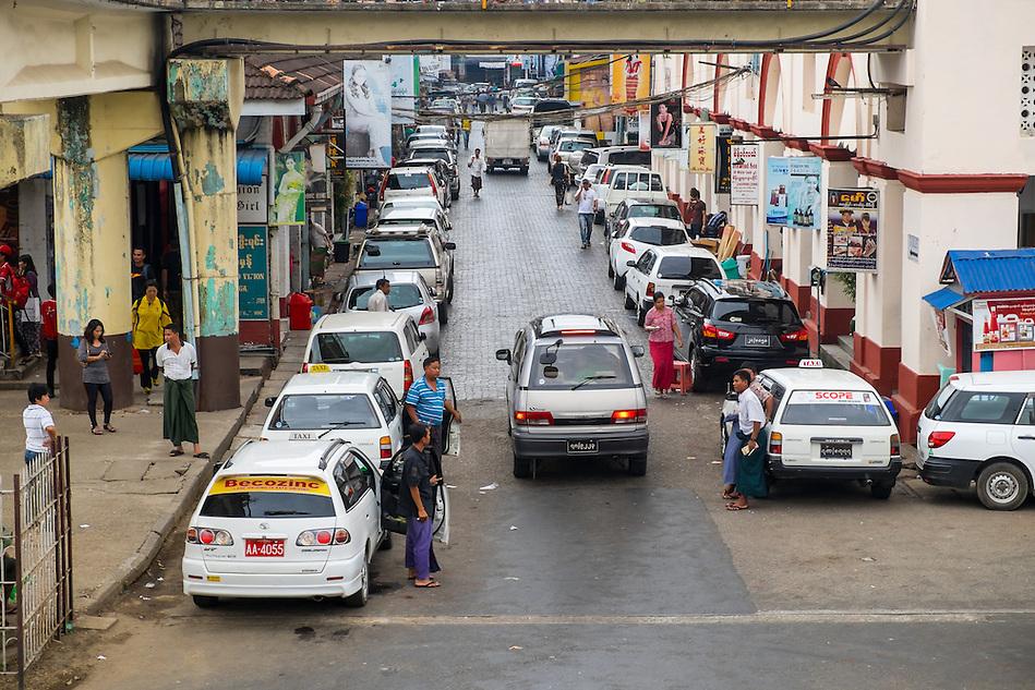 YANGON, MYANMAR - CIRCA DECEMBER 2013: View of lateral street of the BoGyoke Aung San Market in Yangon. (Daniel Korzeniewski)