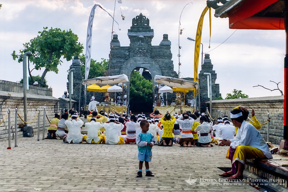 Bali, Badung, Uluwatu. A hindu ceremony. This fellow is a bit too young to take part in the praying. (Bjorn Grotting)