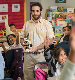Robert Uzick teaches science at Cunningham Elementary School, May 14, 2015. (Houston ISD/Dave Einsel)