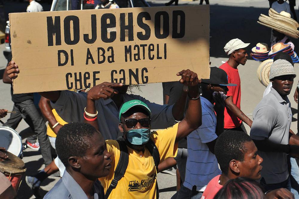 Haitianos protestando contra su gobierno