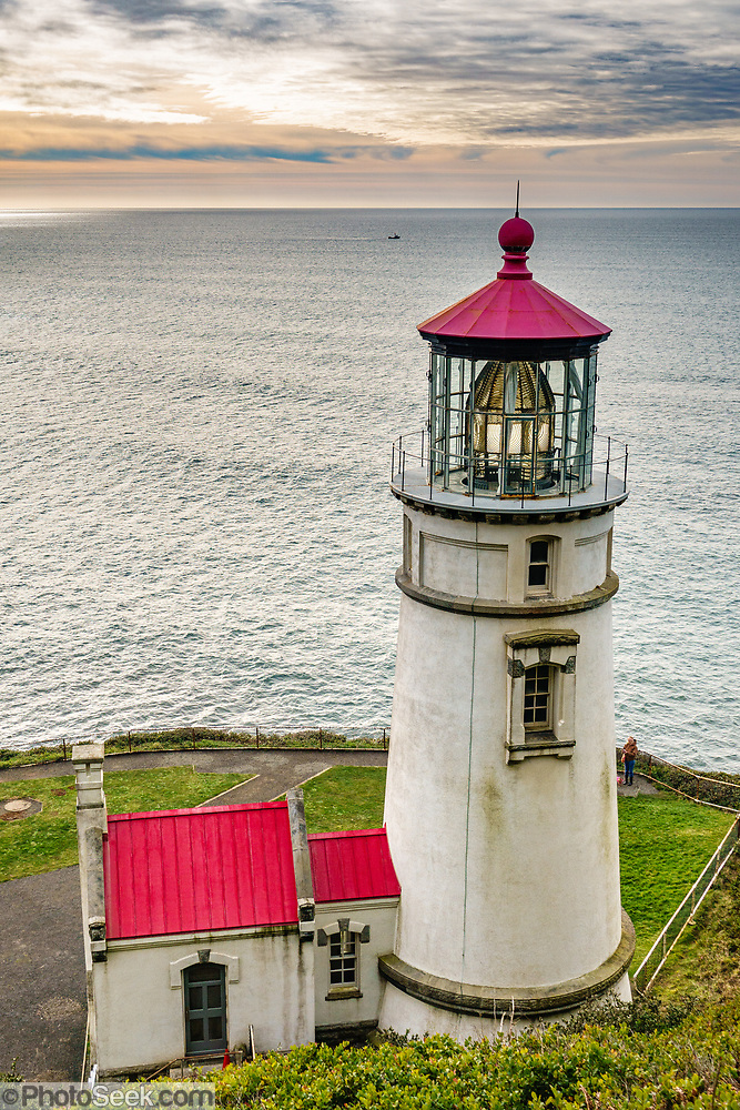 1893 Lightstation at Heceta Head Lighthouse State Scenic Viewpoint, Oregon coast, USA. (© Tom Dempsey / PhotoSeek.com)