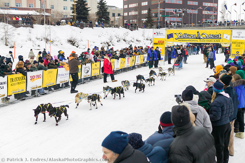 Fairbanks Alaska photos. Musher Gerry Willomitzer at the start of the 1000 mile 2004 Yukon Quest in Fairbanks, Alaska (Patrick J. Endres / AlaskaPhotoGraphics.com)