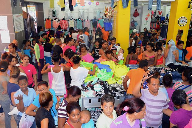 Ventas en Distrito Nacional suben por Navidad, pero comerciantes dicen hay menos dinero