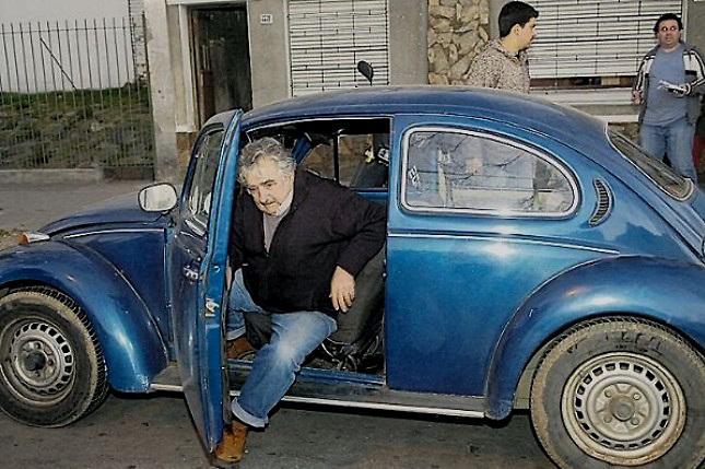 Pepe Mujica, en su vehículo privado
