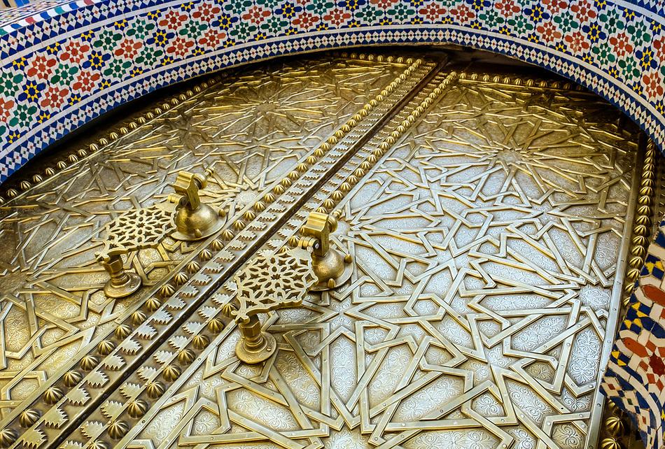 FEZ, MOROCCO - CIRCA APRIL 2017: Entrance door of the Royal Palace in Fez (Daniel Korzeniewski)