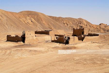 Former military check point buildings, Ramlat as Sabatayn desert, Yemen. (Dmitry Chulov)