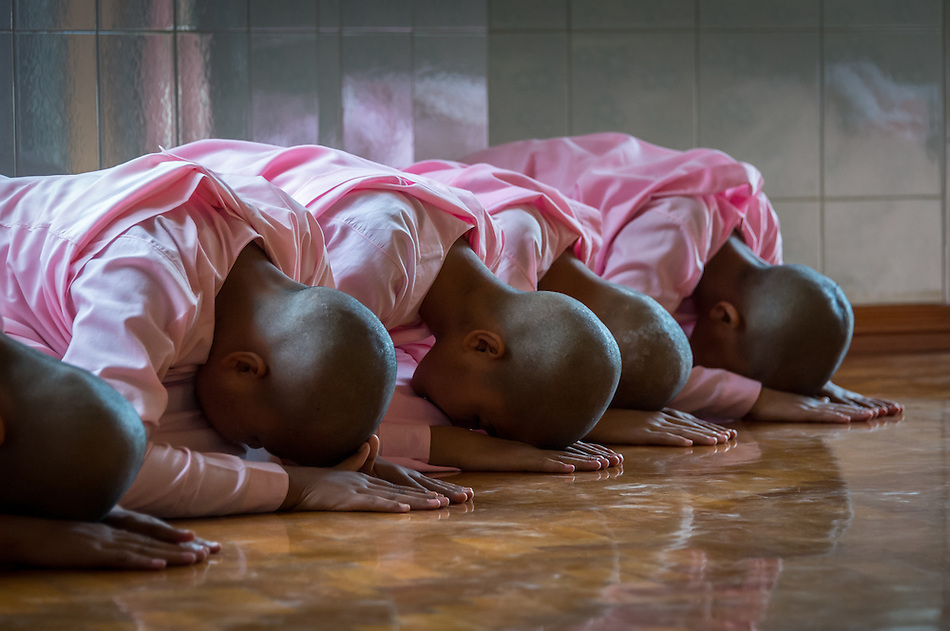 MANDALAY, MYANMAR - CIRCA DECEMBER 2013: Nuns meditating in a monastery close to Mandalay in Myanmar (Daniel Korzeniewski)