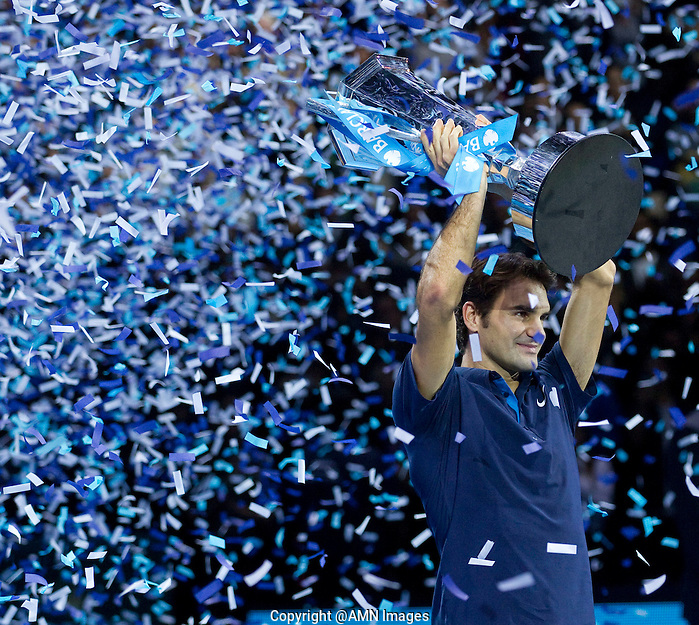 Roger Federer (SUI) against Jo-Wilfred Tsonga (FRA) in the Finals of the Barclays ATP World Tour Finals. Roger Federer beat Jo-Wilfred Tsonga 6-3 6-7 6-3..@AMN IMAGES, Frey, Advantage Media Network, Level 1, Barry House, 20-22 Worple Road, London, SW19 4DH.Tel - +44 208 947 0100.email - mfrey@advantagemedianet.com.www.amnimages.photoshelter.com. (FREY/AMN Images)