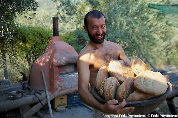 The bread is out of the oven. (Erkki Poytaniemi, Erkki Pöytäniemi)