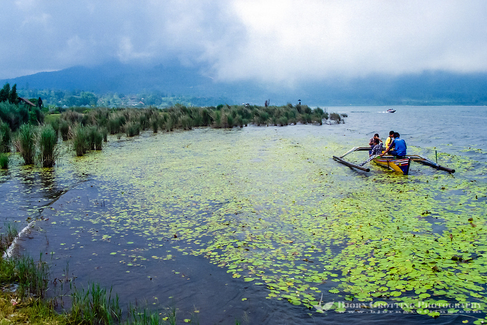 Bali, Tabanan, Bedugul. Fishing on the Bratan lake. (Photo Bjorn Grotting)
