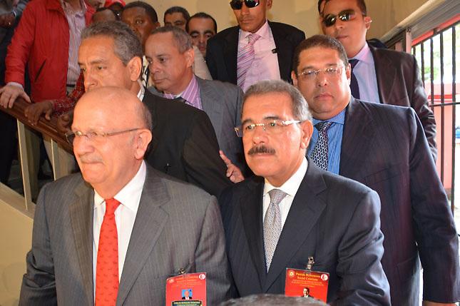 Carlos Morales (i) y el presidente Danilo Medina (d). El pequeño Partido Reformista ha cobrado caro al PLD su apoyo electoral.
