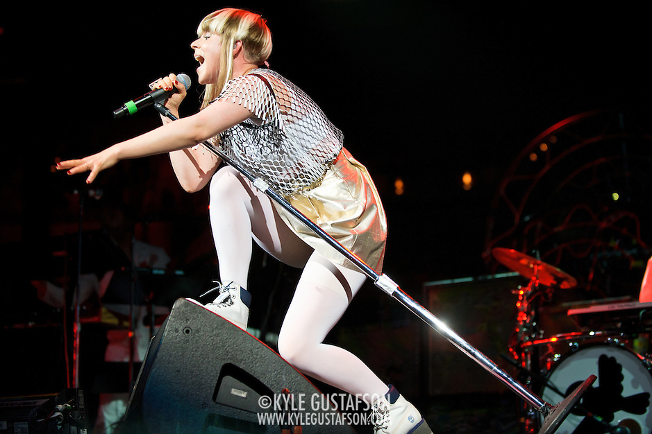 Robyn Performs at the Verizon Center in Washington, D.C.