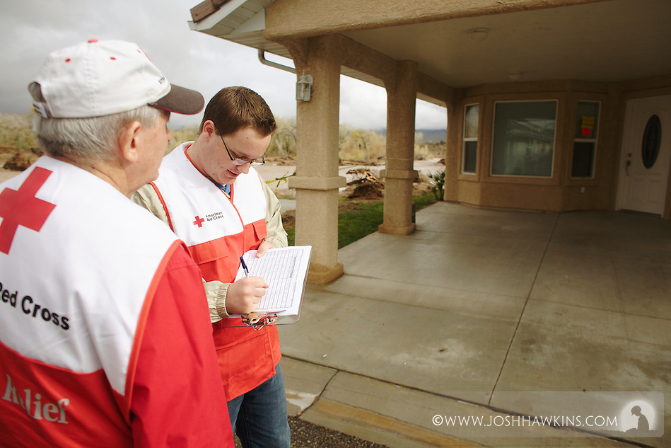 Red Cross disaster assessment teams in Beaver Dam, AZ on December 23rd, 2010 after the flooding the occurred over the previous days. (Josh Hawkins)