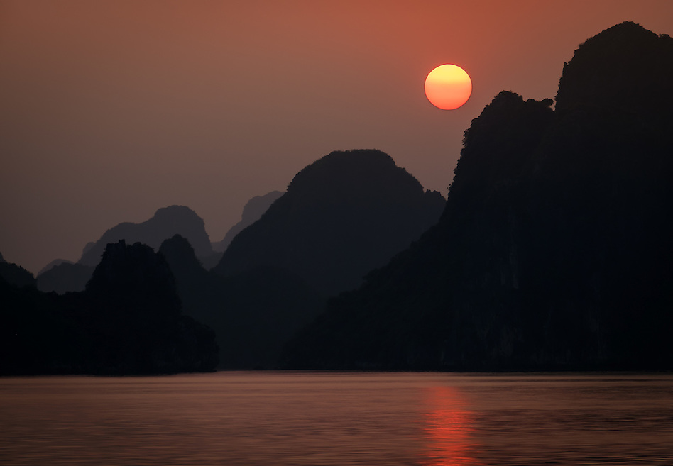HA LONG BAY, VIETNAM - CIRCA SEPTEMBER 2014:  Sunset in Halong Bay, Vietnam (Daniel Korzeniewski)