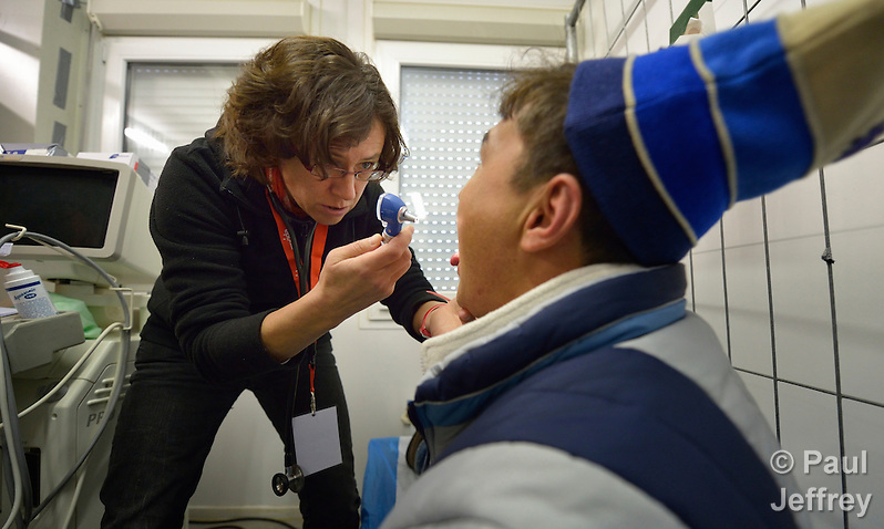 Physician Maria Kratewald examines an Afghan refugee in a clinic in the Hauptbahnhof railroad station in Vienna, Austria, where asylum seekers--and the volunteers who welcome them--congregate. (Paul Jeffrey)