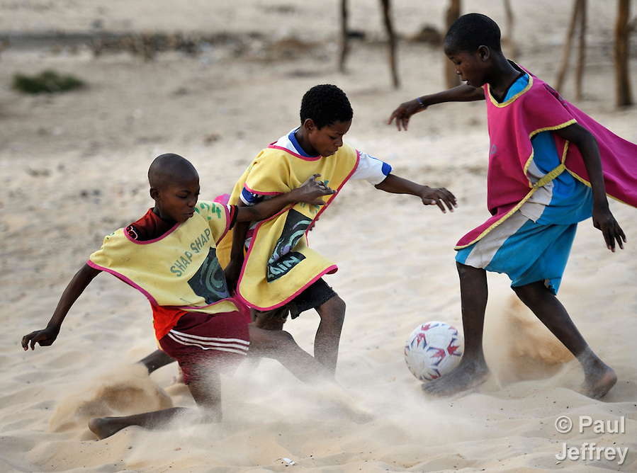 Boys play soccer in Timbuktu, the northern Mali city captured by Islamist forces in 2012 and liberated by French and Malian soldiers in 2013. (Paul Jeffrey)