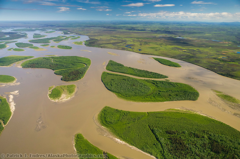 Yukon River, interior Alaska, between the towns of Circle and Eagle. (Patrick J. Endres / AlaskaPhotoGraphics.com)