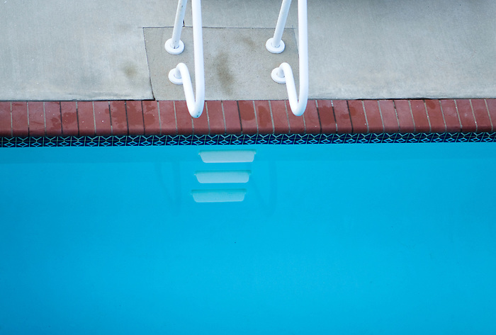 The ladder and steps of a clear, shocking aquamarine pool. (Kathryn Wagner and Wagner Media Works LLC)
