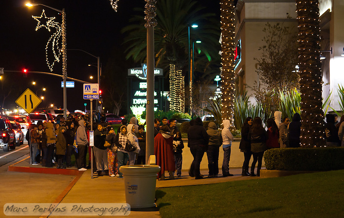 The line for Old Navy's Black Friday sales at midnight. (Marc C. Perkins)