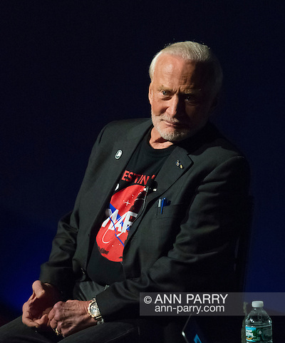 Garden City, New York, USA. October 23, 2015. Former NASA astronaut Edwin BUZZ ALDRIN is in conversation about his experiences in space and his new Children's Middle Grade book Welcome to Mars: Making a Home on the Red Planet. After the talk at the jetBlue Sky Theater Planetarium at Long Island's Cradle of Aviation Museum, Aldrin signed copies of his new book. On the 1969 Apollo 11 mission, Buzz Aldrin was the second person to walk on the Moon, and his first trip to space was the 1966 Gemini 12. (Ann Parry/Ann Parry, ann-parry.com)