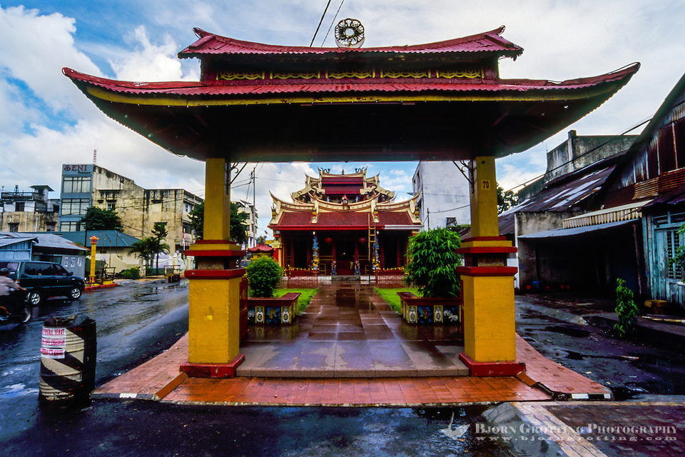 Indonesia, Sulawesi, Manado. Ban Hin Kiong Temple is a popular tourism spot in Manado