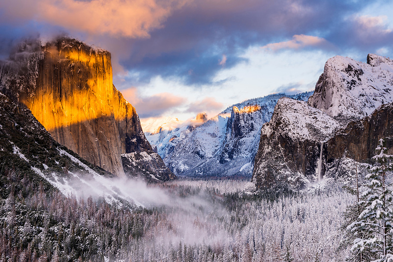 Winter sunset over Yosemite Valley from Tunnel View, Yosemite National Park, California USA (© Russ Bishop/www.russbishop.com)