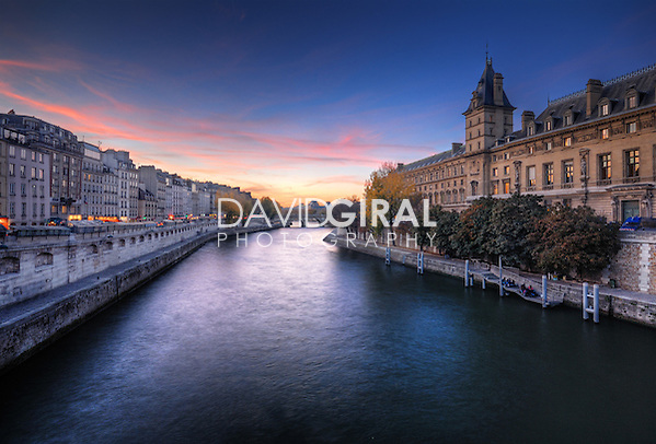 Beautiful sunset on la seine, Paris, France (David Giral/David Giral Photography)