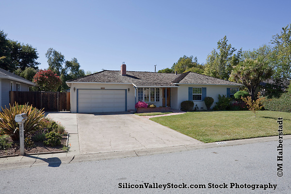 Birthplace of Apple Computer, Garage, Los Altos, CA (Photographer: Michael Halberstadt, M Halberstadt/SiliconValleyStock.com)