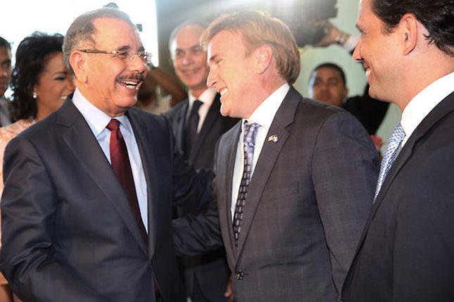 Excluyen de nuevo al esposo del embajador de EEUU de actividad de cuerpo diplomático