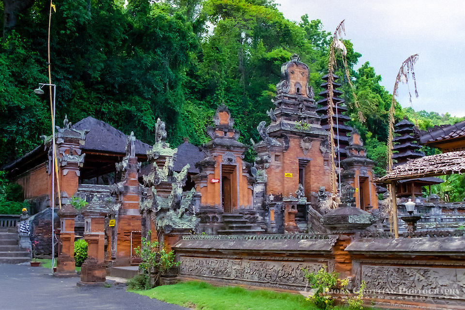 Bali, Klungkung, Goa Lawah. The bat cave. The temple buildings in front of the cave is of newer date    <div title=
