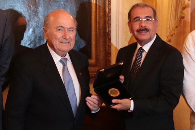 Joseph Blatter visita al presidente Danilo Medina en el Palacio Nacional