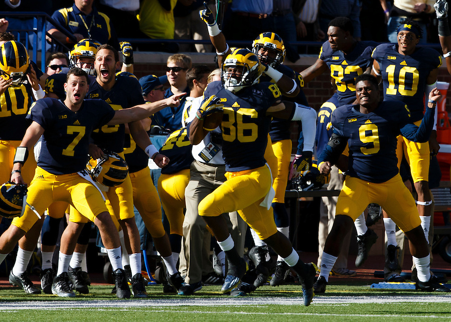 Oct 10, 2015; Ann Arbor, MI, USA; Michigan Wolverines wide receiver Jehu Chesson (86) runs back the opening kick off for a touchdown against the Northwestern Wildcats at Michigan Stadium. Mandatory Credit: Rick Osentoski-USA TODAY Sports (Rick Osentoski/Rick Osentoski-USA TODAY Sports)
