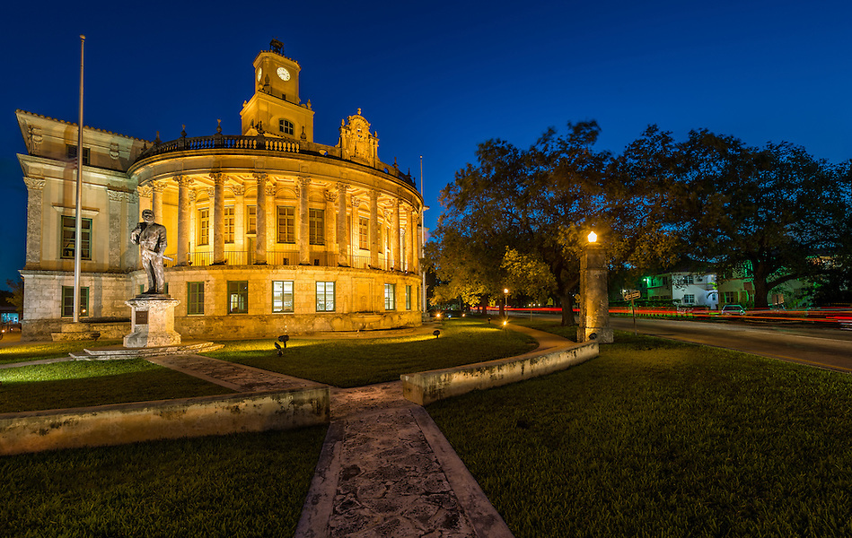 Night view of the Coral Gables City Hall in Miracle Mile. (Daniel Korzeniewski)