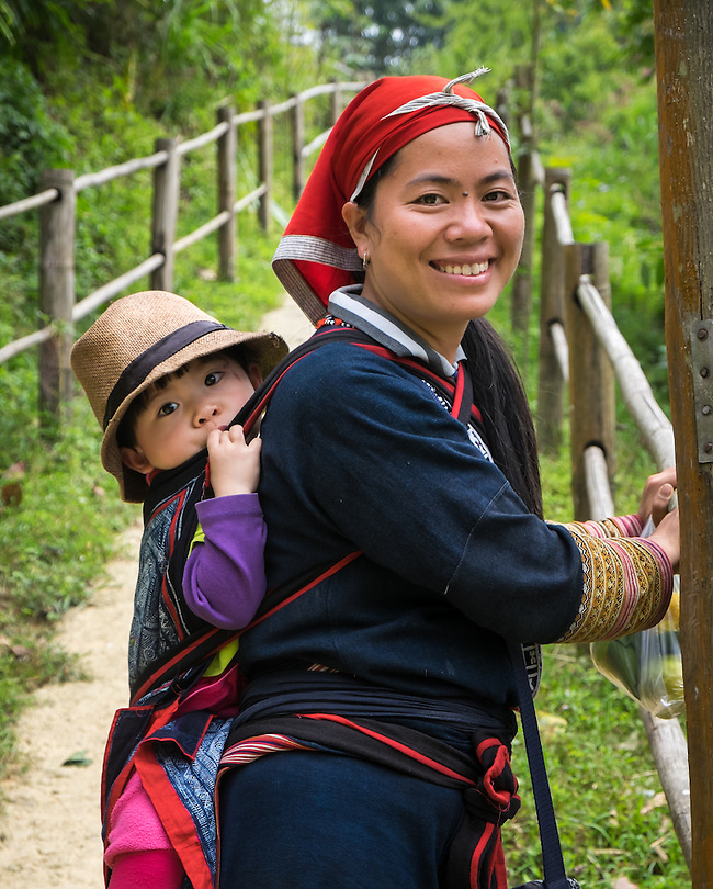 SAPA, VIETNAM - CIRCA SEPTEMBER 2014:  Young woman from the Red Dao minority and her daughter in Ta Phin Village near Sapa, north Vietnam. (Daniel Korzeniewski)