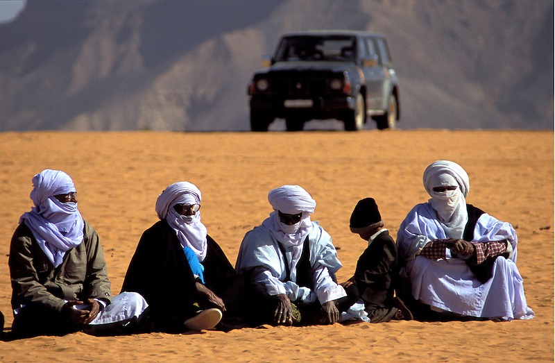 Tuaregs auf Fest in Ghat, Libyen, Afrika * Tuaregs at festival in Ghat, Libya, Africa (Michael Runkel)