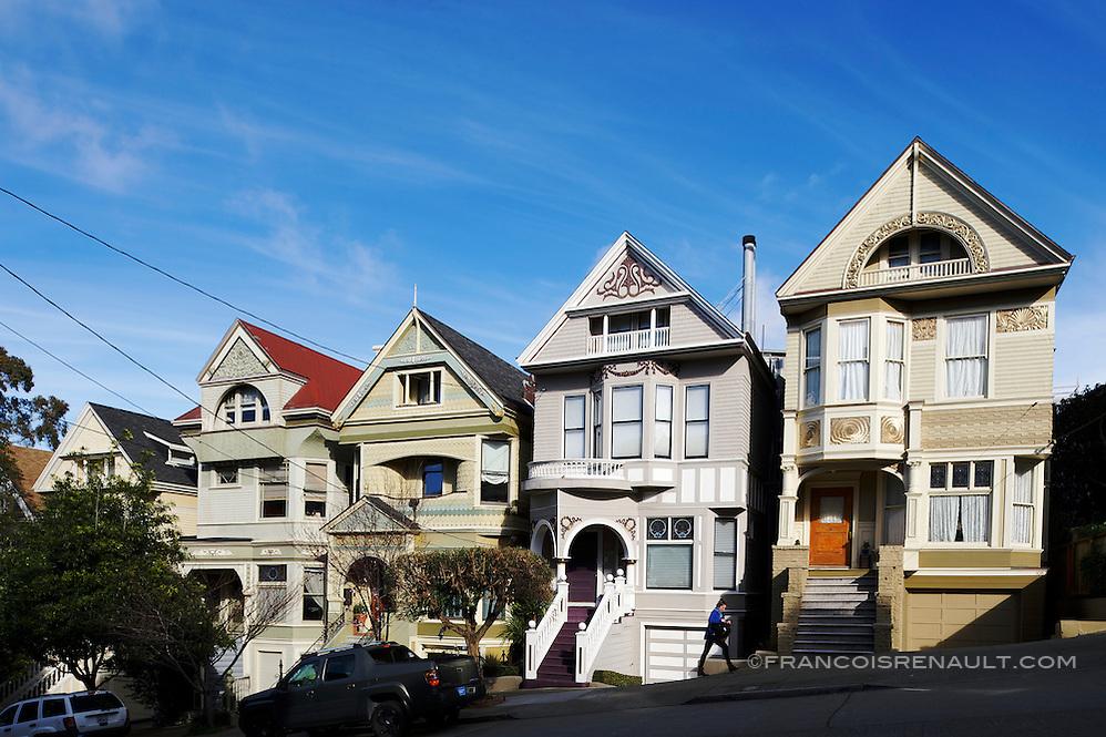 Lyon Street, San Francisco. La maison qui appartint à Janis Joplin jusqu'à sa mort en 1970.(la maison grise) Lyon Street, San Francisco. The house that belonged to Janis Joplin until his death in 1970. (The grey House) (francois renault)