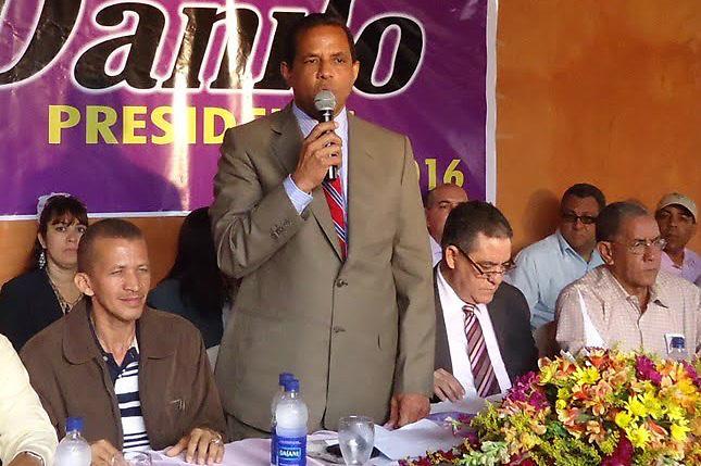 Andrés Acosta, presidente del PLD en la provincia Duarte, durante la campaña electoral de 2012